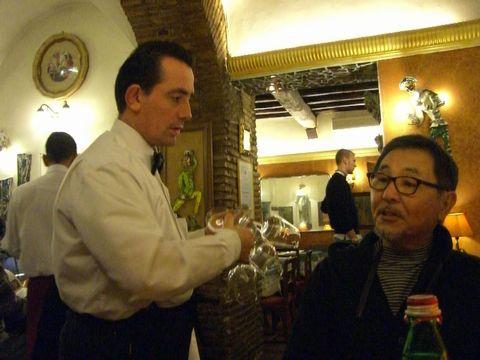 roma-al34-cameriere.jpg